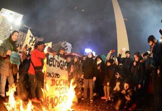 Las protestas además se desarrollaron en localidades de provincia de Buenos Aires como Mar del Plata, San Miguel, Lanús, San Isidro, entre otras.