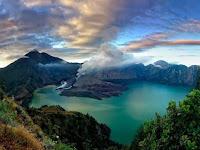 10 gunung terangker di Indonesia menurut para pendaki gunung