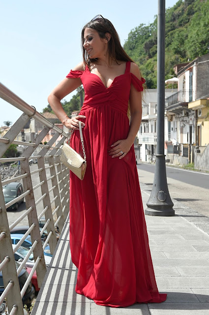 http://www.shein.com/Wine-Red-Off-The-Shoulder-Maxi-Dress-p-255522-cat-1727.html?utm_source=unconventionalsecrets.blogspot.it&utm_medium=blogger&url_from=unconventionalsecrets