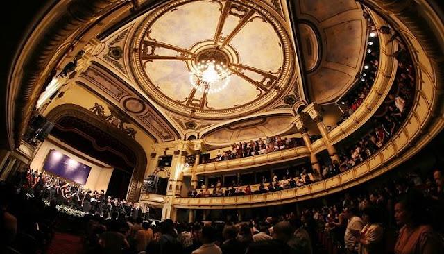 Nhà hát giao hưởng