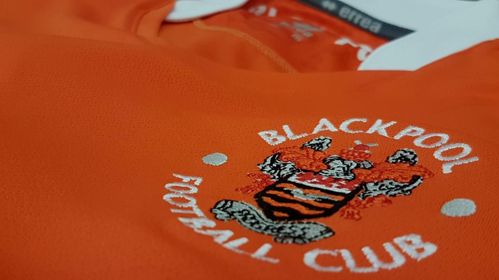 d351da3930134 A Erreà anunciou o primeiro uniforme do Blackpool FC