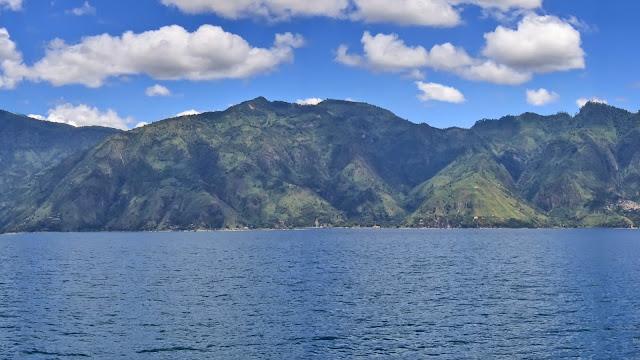 Dreamy Mountain with Sea Wallpaper