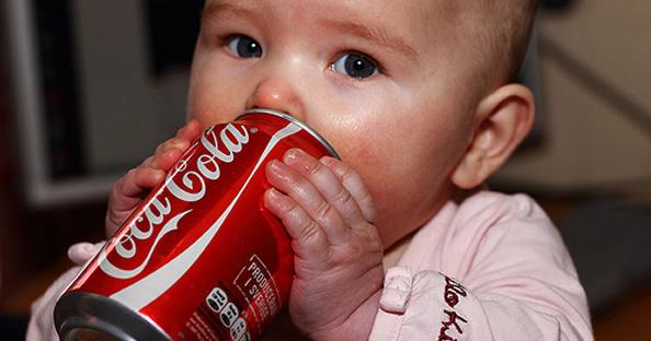 Si amas a tus hijos, no les des refrescos de cola