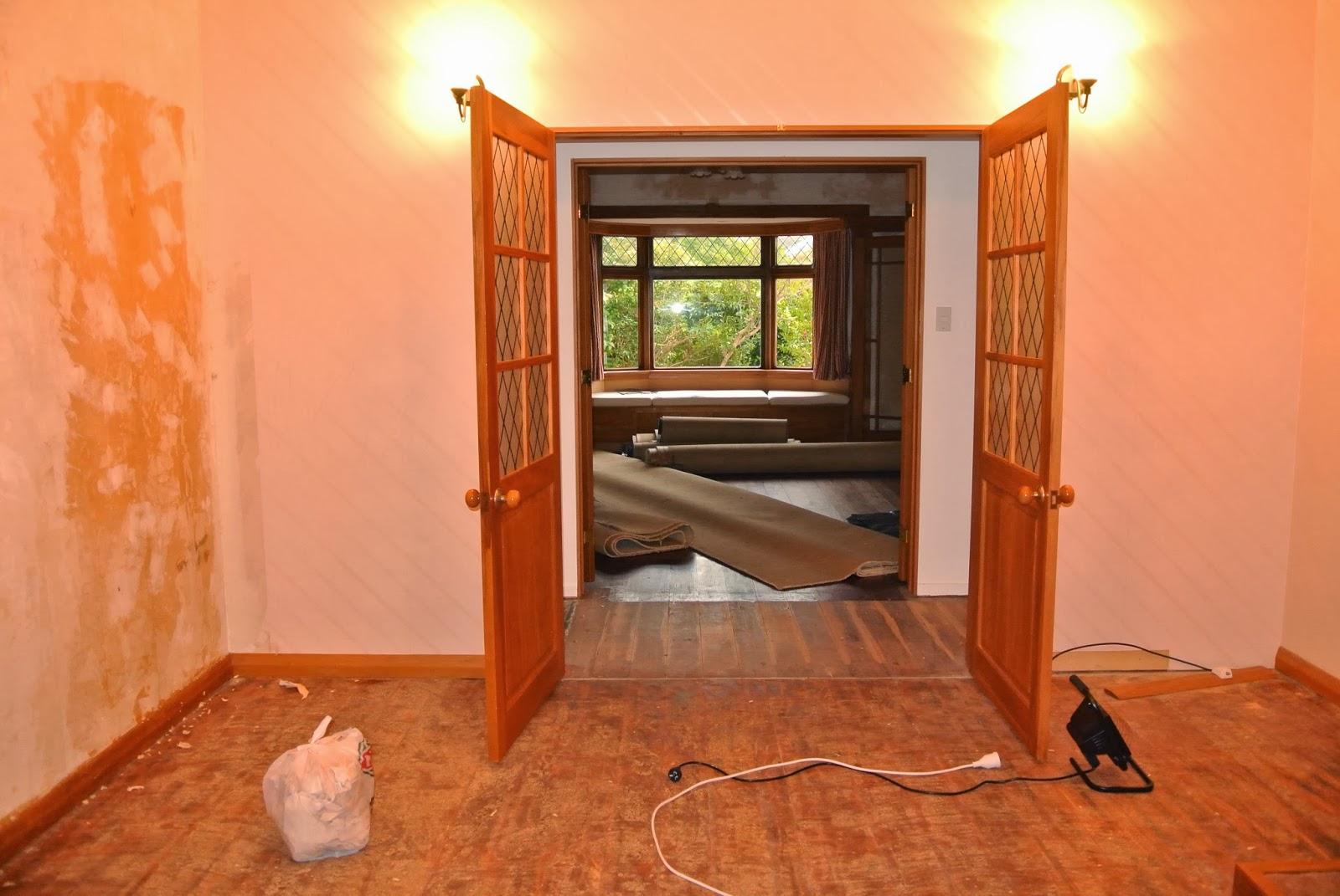 ニュージーランド移住でライフスタイル セルフでリビング改造 窓 床