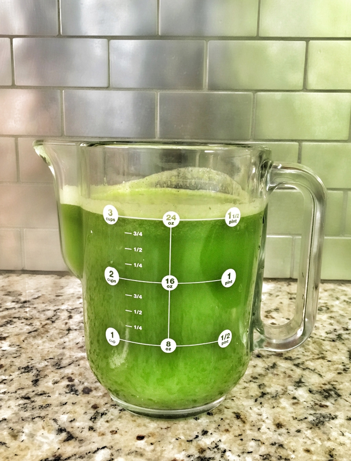 My super easy go-to green juice recipe.