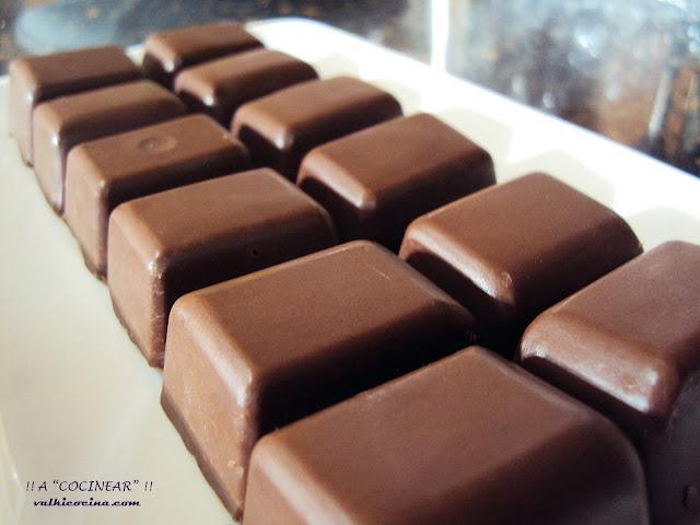 Bombones de turrón de chocolate casero crujiente