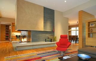 sala contemporánea con chimenea