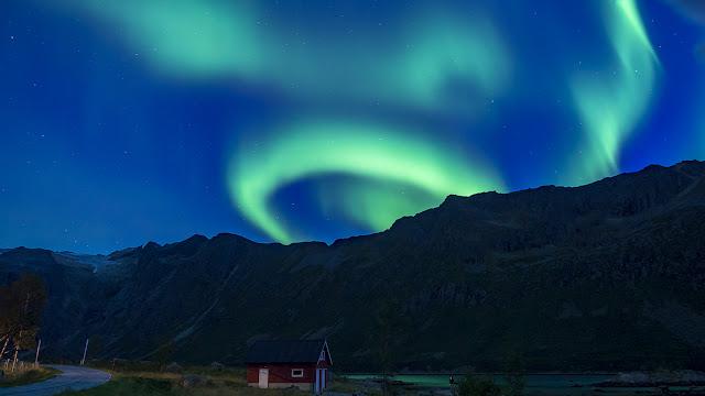 Aurora Boreal sobre Grøtfjord - Kvaløya, Noruega, por Álvaro, El Guisante Verde Project