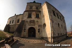 Фасад замку в Олеську