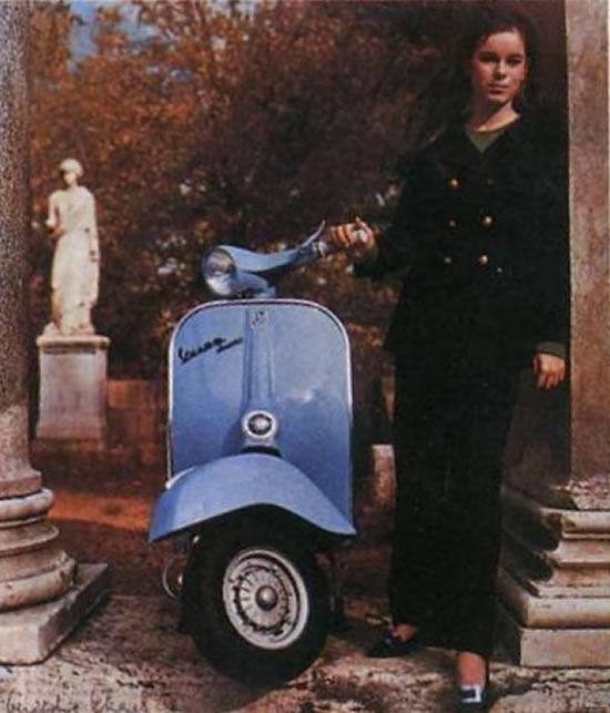Motoblogn: 1960's Vespa Pin-Up Girls