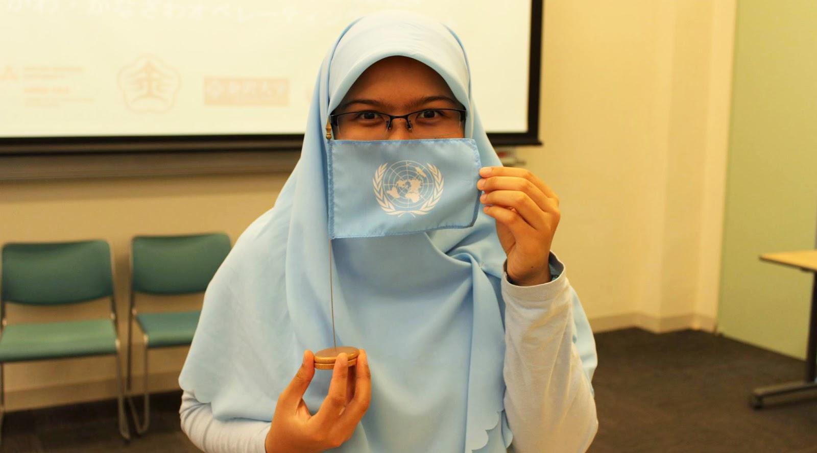 Mahasiswi ITENAS MAnis dan cantik dan manis Penguasaan Bahasa Asing