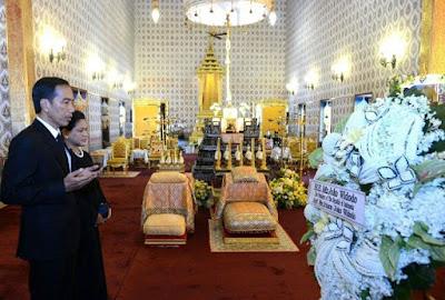 Jokowi dan Iriana Melayat Raja Thailand