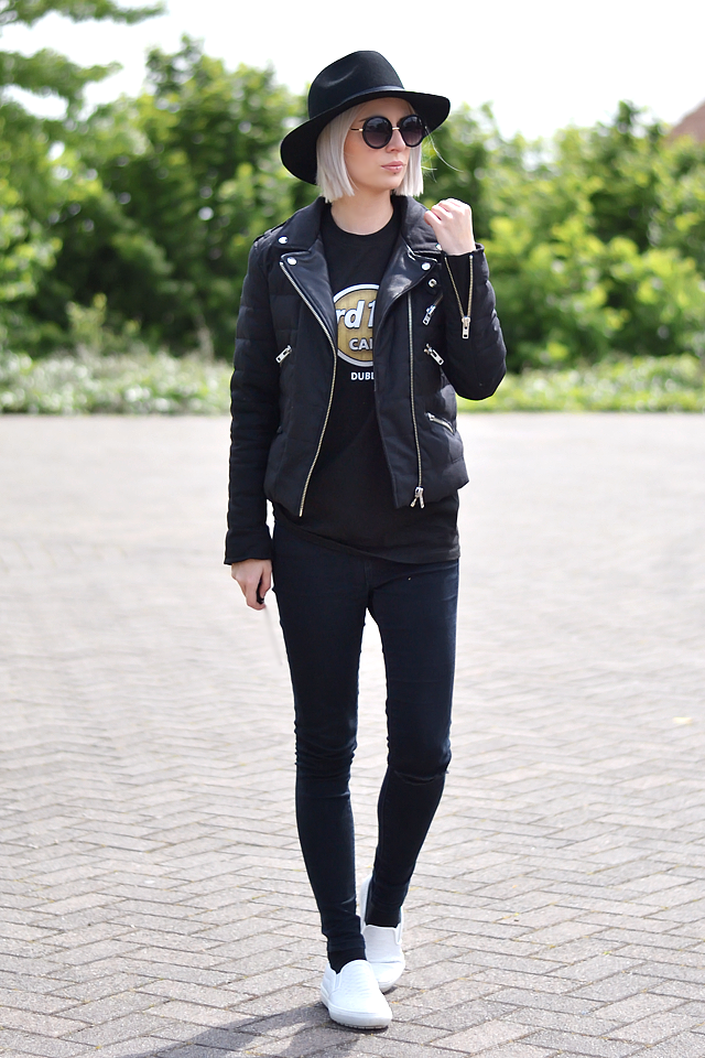 Outfit post by Belgian fashion blogger: The kooples jacket, h&m, black, wool, fedora hat, hard rock cafe, dublin, t-shirt, asos, ridley, skinny jeans, black, white slip on, zara, trends 2015, street style