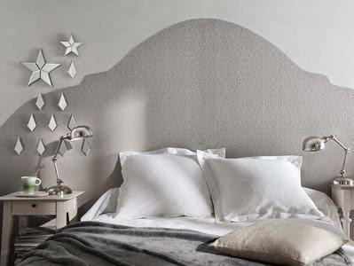 Une tête de lit originale en papier peint