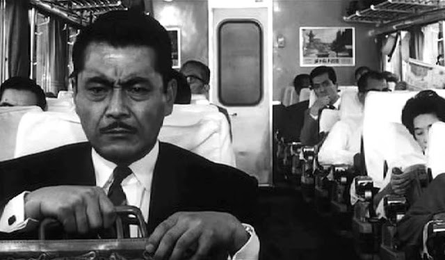 Mifune's Gondo, High and Low, Train scene, on his way to pay the ransom to the kidnapper