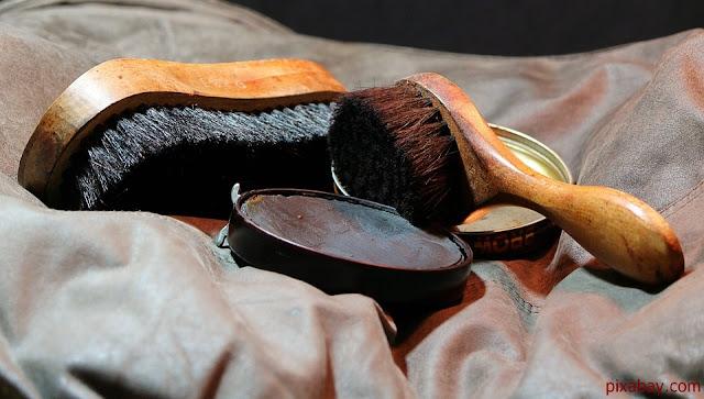 Cara membersihkan Sepatu Supaya tidak Pudar