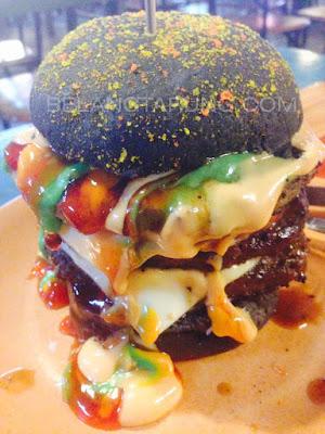 Burger Roti Hitam Burger Warisan