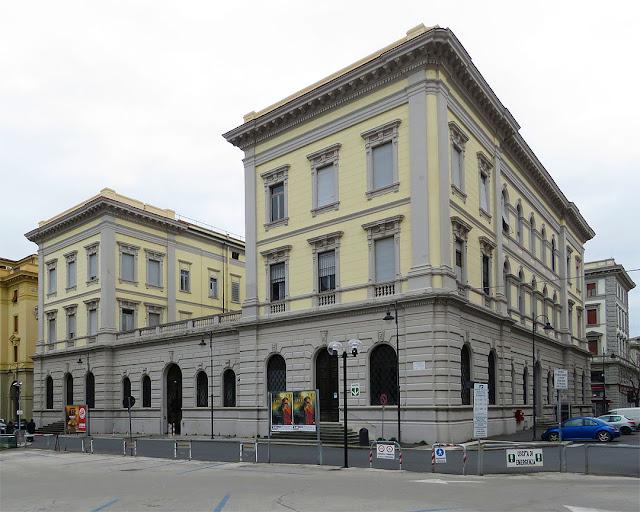 Il retro delle Poste Centrali, visto da piazza Benamozegh, Livorno