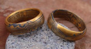 aliança de casamento em estilo japones Mokume-gane, gold international day