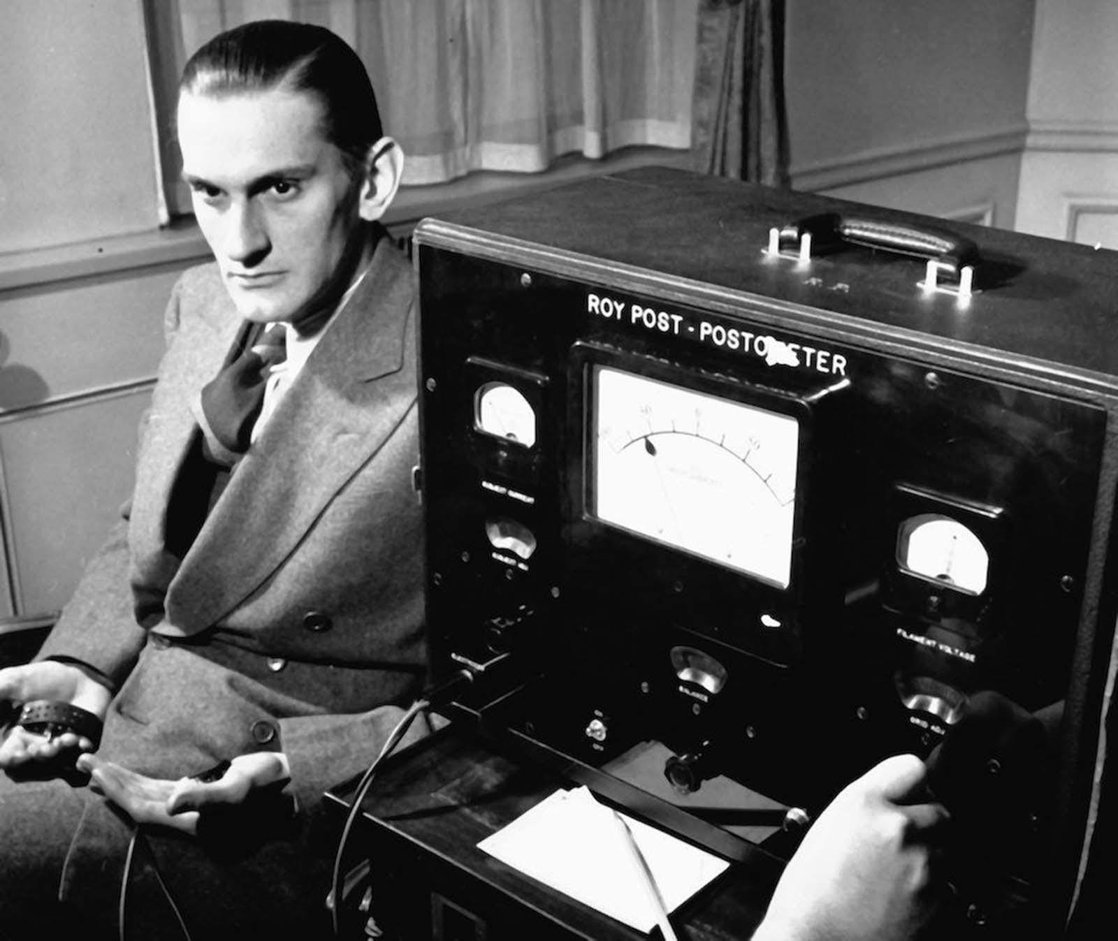 Un detector de mentiras para el poder de los besos, 1939