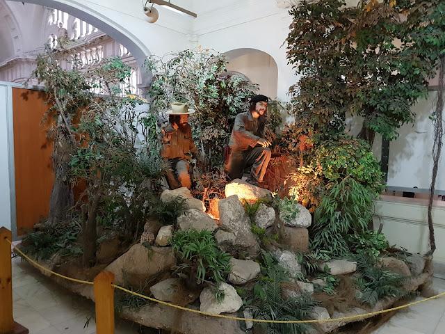 Representação de Che Guevara e Camilo Cienfuegos na mata, preparando-se para a invasão - Museu da revolução - Havana - Cuba
