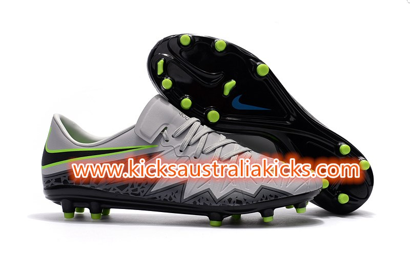c4dfbc650c2 The outsole of the light grey Nike Hypervenom Phinish 2016-17 boots comes  with conical studs for rotational agility and is in fact identical to the  one used ...