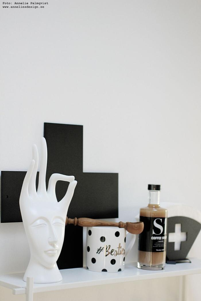 ansikte hand, kors, annelies design, filterhållare, kaffefilter, kaffe, mugg, besties, kaffesirap, nicolas vahe, inredning, dekoration, sked, trärent, trärent, ek,
