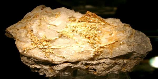 العثور على صخرتين ضخمتين من الذهب والقيمة هائلة (صورة)