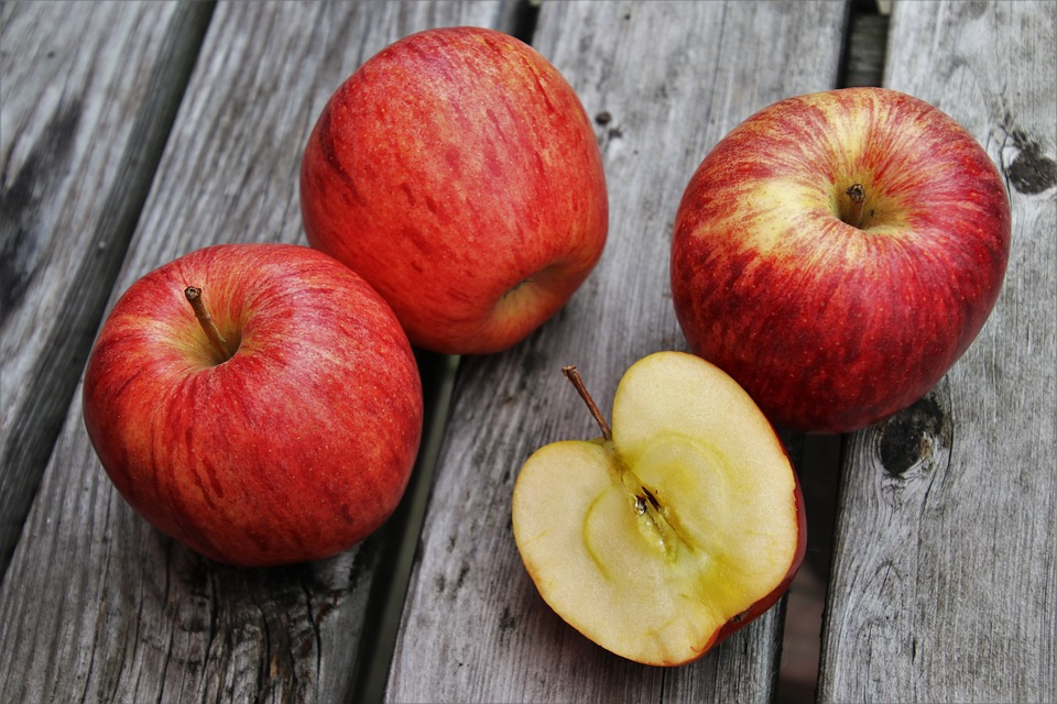 Benefits Of red Apples And The Nutrient