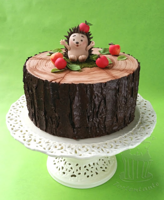 Autumn cake hedgehog