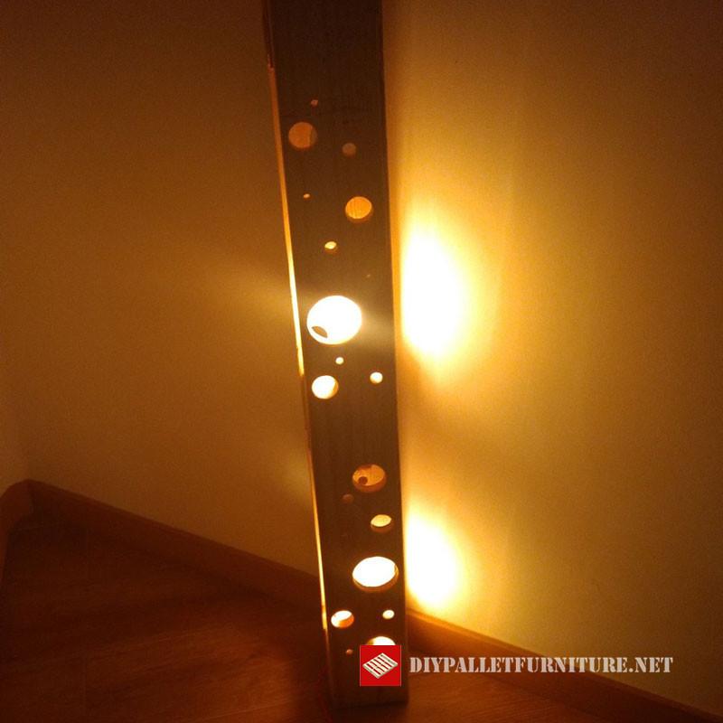 Mueblesdepalets.net: Lámpara de pie hecha con palets