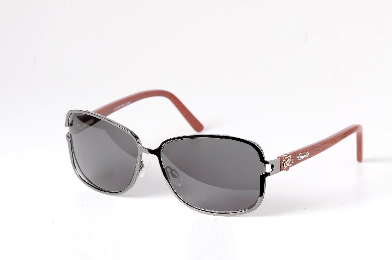 fb3a768b1c Do básico ao sofisticado, os óculos solares acompanham as tendências para o  Verão 2012 com muito estilo e com lentes que oferecem proteção total contra  os ...