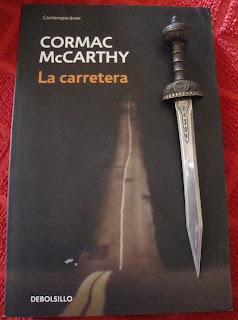 Portada del libro La carretera, de Cormac McCarthy