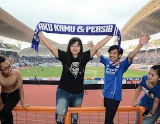 Bobotoh Cantik Ratna Kartika Bomber Girls Maunggeulis di Stadion