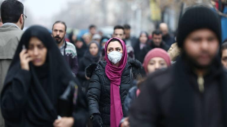 تراجع-وفيات-ارتفاع-إصابات-كورونا-إيران