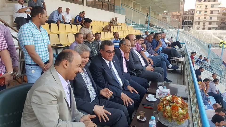 بالصور محافظ الفيوم يشهد مباراة مصر المقاصة وطنطا فى الدورى الممتاز