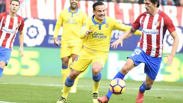 Roque arropado por Vicente y Montoro volvió a dirigir al equipo por el centro