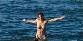 SelebrityUncensored - Agenbola24 -Marion-Cotillard-paparazzi-topless-beach-photos