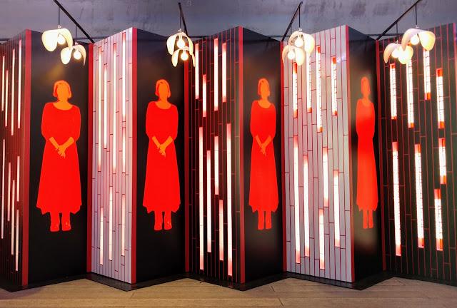 Розповідь служниці, Пола Шер, Аббот Міллер. Парк Хай-лайн, Нью-Йорк. (A Handmaid's Tale. Paula Scher, Abbott Miller. The High Line, NYC)