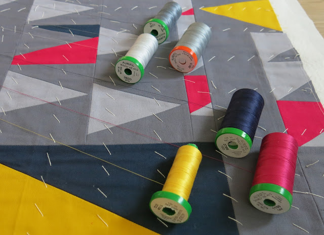 Luna Lovequilts - How I choose a quilting design - Thread colour choice