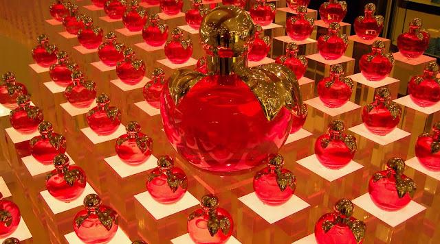 Perfumes nas lojas de Paris