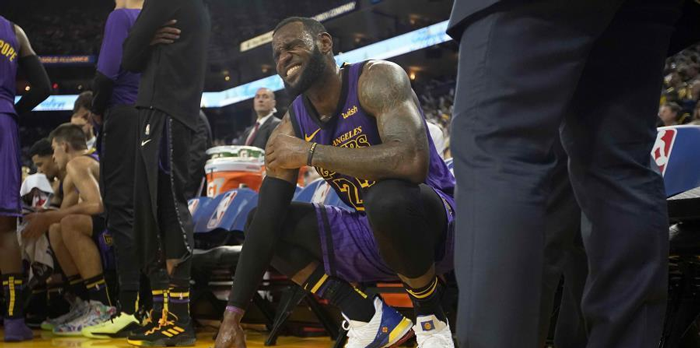 Lakers propinan paliza a los warriors pero LeBron se lesiona