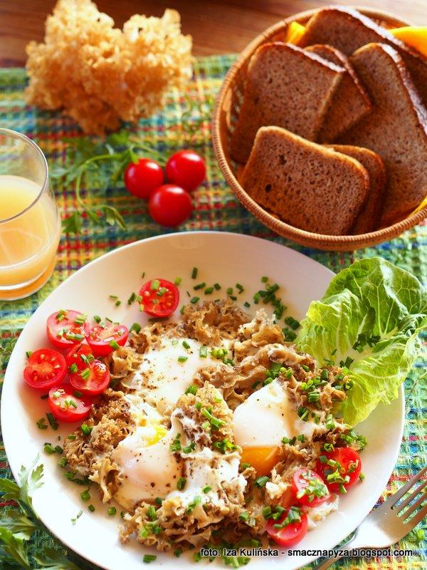 siedzun sosnowy, szmaciak galezisty, grzyby jadalne, jajka z grzybami, grzyb na jajkach, sniadanie