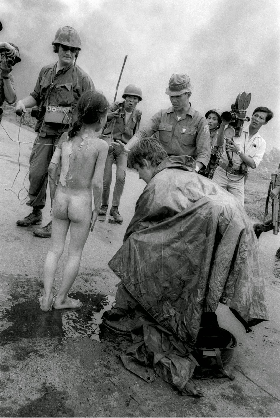 'Napalm girl' Phan Thị Kim Phúc – one moment later