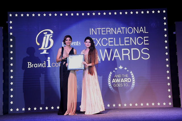 Khushboo Mishra Bags the International Excellence Award from Shilpa Shetty Kundra