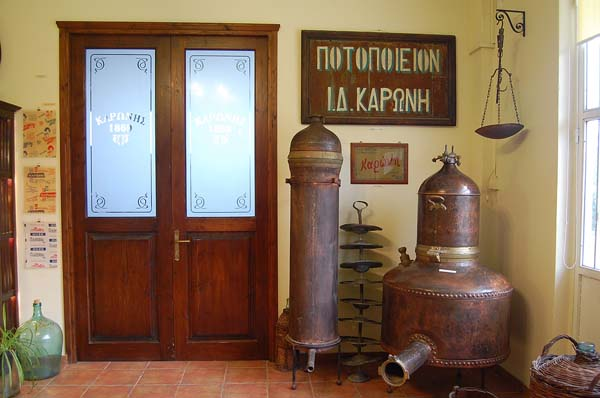 Μουσείο ποτοποιίας Καρώνη: Το τσίπουρο στο Ναύπλιο έχει ιστορία 150 ετών