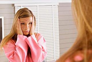 Sering Begadang Buat Wajah Jerawatan? Fakta atau Mitos?