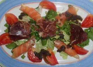 ensalada con cecina y salmón