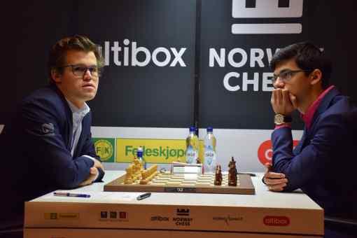 Pas de captures dans les 13 premiers coups de la partie Carlsen-Giri. De bon augure pour un combat intéressant - Photo © Tarjei J. Svensen