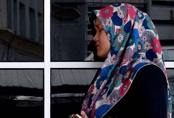 """Ketika Menerima Panggilan Suami Akan Ditahan, Saya Ada Berpesan Supaya Pegawai Tersebut """"Fikirkan"""" Masa Depan Anak-Anak Saya Yang Masih Kecil"""